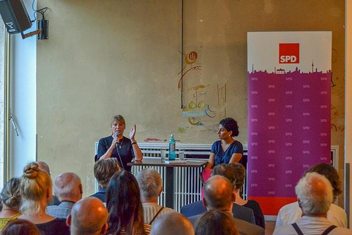 Staatsministerin Petra Köpping (links) und Dr. Viola Mattathil-Reuther (rechts)