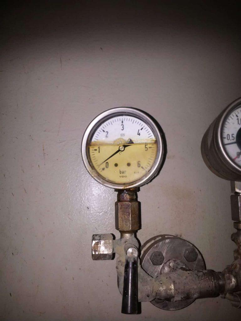 Manometer (Druckmessgerät) im Baerwaldbad