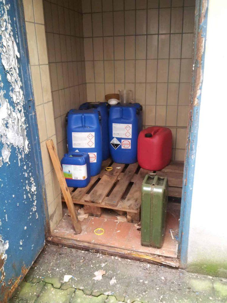 Im Baerwaldbad gelagerte Chemikalien